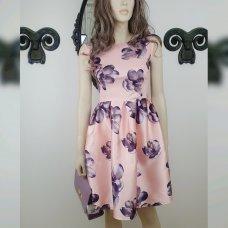 Нежно-розовое платье с цветами